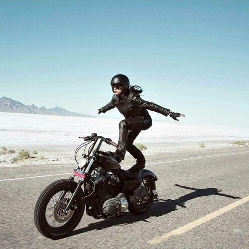 sporty-stunt-women